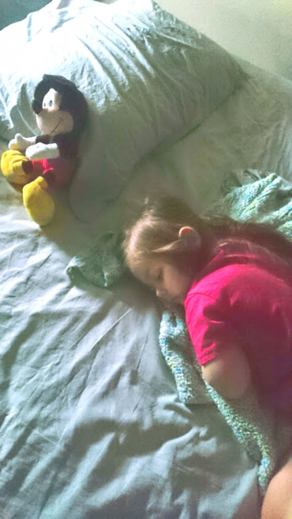 toddler sleep solution - this trick works! and it is so simple I don't know why I didn't think of it!